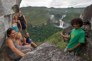 A group of tourists at the viewpoint in the Chapada Dos Veadeiros National Park. - Brésil-Cosmic Travel